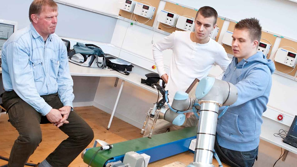 ur5_education_denmark_collaborative_robots_on_-the_curriculum_2
